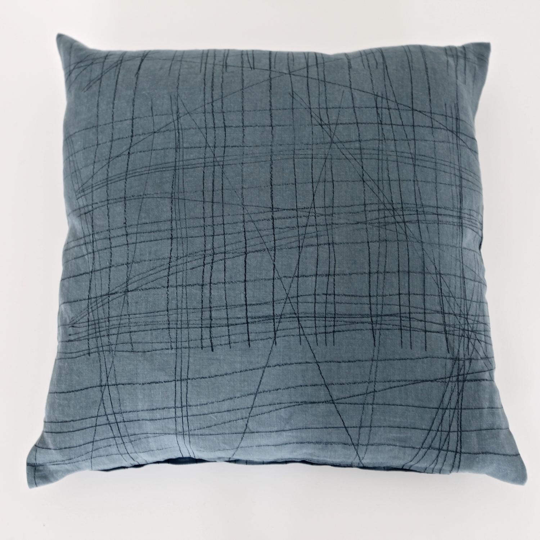 line blue sofakissen 50x50 - birgitmorgenstern